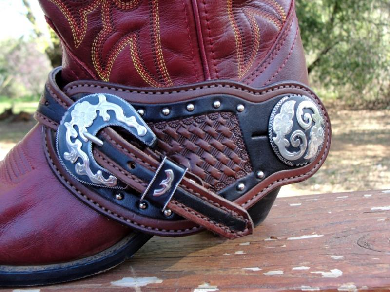 how to wear spurs on boots